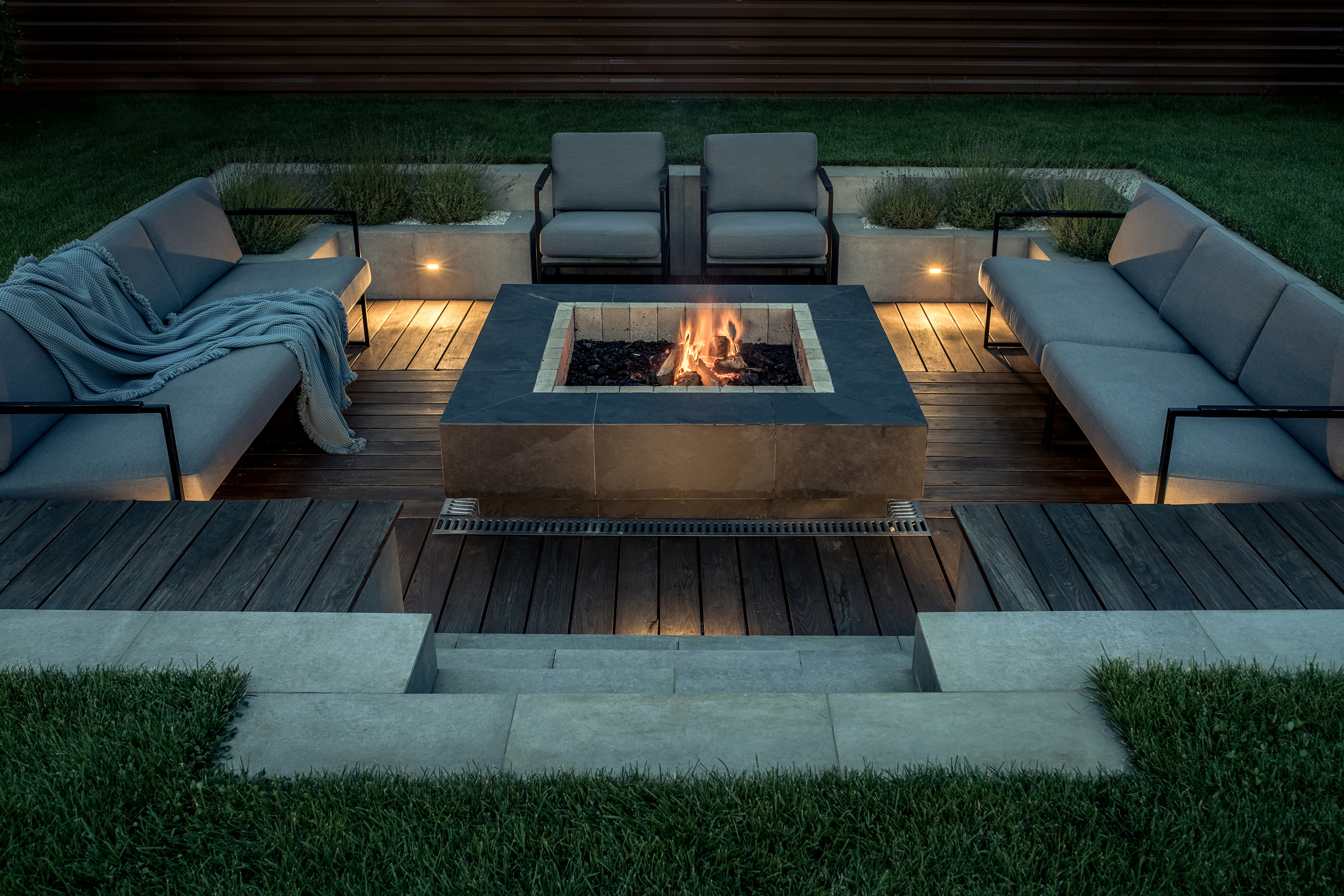 5 Ways to Create Warm Outdoor Spaces